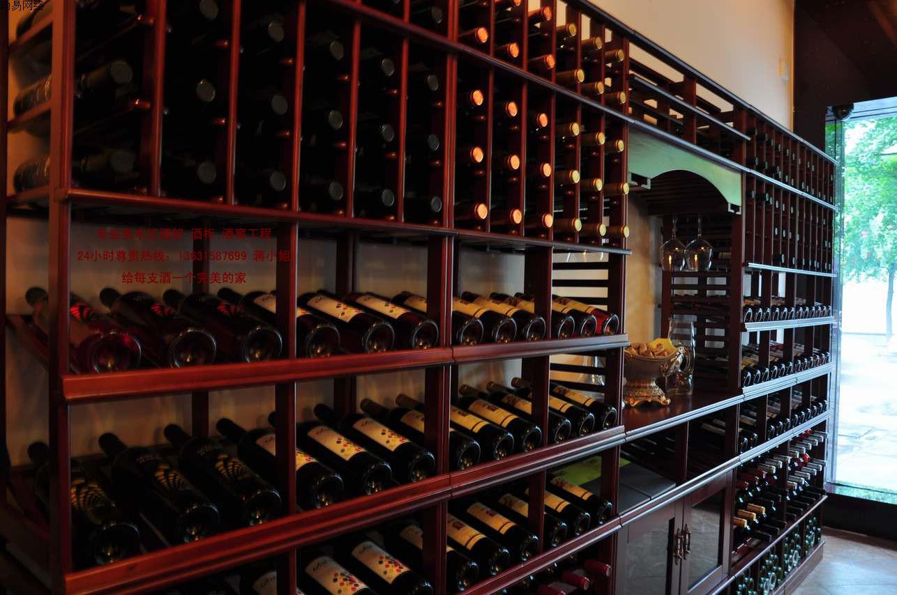 酿造葡萄酒的酒桶会选择白橡木是因为它独一无二的