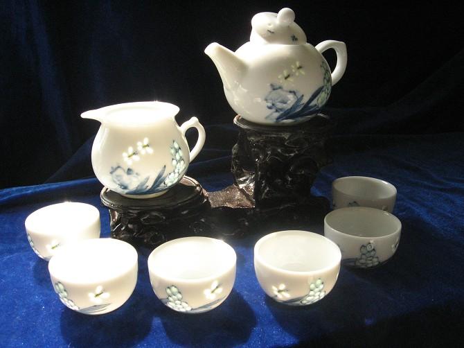 手绘青花玲珑茶具